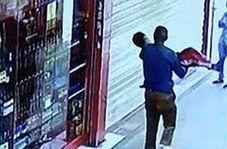 لحظه ربوده شدن پسر خردسال در مقابل سوپرمارکت