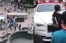 اقدام عجیب بچه پولدار در مقابل ورودی اورژانس بیمارستان!