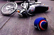 حمله گاو کونگفو کار به موتورسوار!