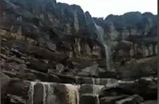 """آبشار زیبای """"تنگ شکن"""" در ارسنجان"""