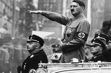 نماینده مجلسی که خود را به شکل هیتلر گریم کرد