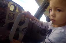 دختربچه دو سالهای که خلبان شد!