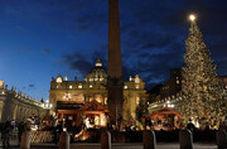 چراغهای بزرگترین درخت کریسمس در واتیکان روشن شد