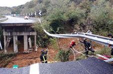 ریزش پل در شمال ایتالیا به دنبال بارش شدید باران
