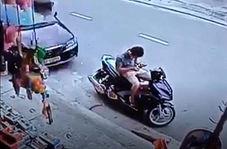 تصادف ناگهانی موتورسوار حین استراحت