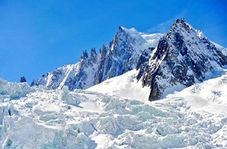 کشف جسد کوهنورد مفقود شده در میان یخ و سنگ