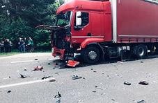 حادثه آفرینی راننده سواری برای سه تریلی + فیلم