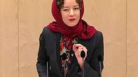 وقتی نماینده پارلمان اتریش با سرکردن روسری قانون منع حجاب را به چالش میکشاند