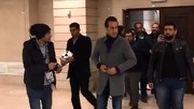 آیا این رفتار علی کریمی با خبرنگارانتوهینآمیز است؟